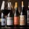 グラスで気軽にペアリングを楽しめる、世界各国のワインが豊富