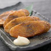 毎日、市場から仕入れる新鮮な魚介類は自慢の一品。素材の旨味を最大限生かした包丁さばきで盛り合わせられるお造りは角が立ち鮮度の良さが見た目でもわかります。その日に一番良い状態のモノが盛り合わせられます。