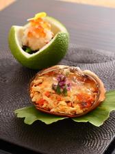 かぼすの風味際立つ『もくず蟹と渡り蟹の甲羅盛り かぼす酢ゼリー つるむらさきの花』