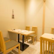 店内の奥には個室あり、8名までで利用できます。簾で仕切れば4名用の半個室が2つに。子ども連れでも気兼ねなく食事を楽しめるので、ファミリーでの食事やランチママ会にいかがでしょうか。