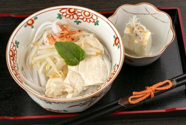 スープと米粉の麺が絶妙な相性の『リコピンたっぷりトマトスープ麺』