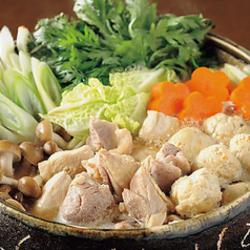野菜を肉で巻いた博多発祥の「野菜巻き」をご堪能頂けます!その他にお刺身3点盛りや博多串焼き7種盛りも!