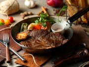 """「サーロイン」は、赤身肉の中に適度に脂が入り込み、赤身肉の凝縮した味わいも脂身のジューシーさも併せ持つ""""良いとこどり""""の部位。当店では適正温度で焼き上げ一番美味しいタイミングでお客様にご提供いたします"""