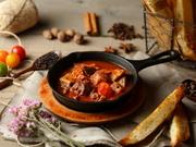 ハチノスを使ったイタリア料理。当店ではイタリアの家庭料理のような優しいトマト煮込みに仕上げています。