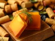 濃厚なチーズと燻製の香りが相性ばっちり!ワインのお供にどうぞ
