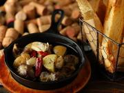 大ぶりの砂肝とジャガイモを使ったコチラ。具材が大きいので食べ応えは十分、潰したニンニクがほどよく風味を引き立てます