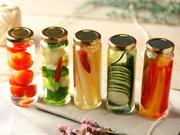 色とりどりの旬野菜を使った自家製ピクルス。さっぱりした優しい味付けに仕上げました。箸休めにぴったりの一品