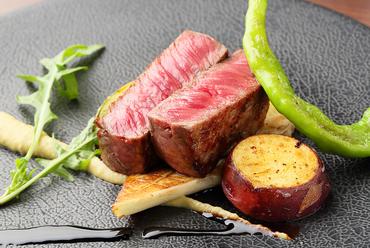 赤身肉の旨味を存分に。『三重県産伊賀牛 たまり醤油とバルサミコソース』