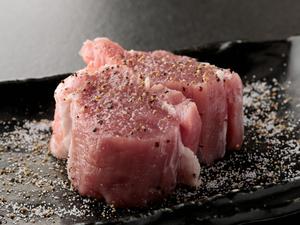 希少部位の旨味を徹底的に引き出す『豚のシャトーブリアン』