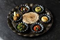 香り豊かなスパイスや本場の食材をそのままに感じられる『アラビアンプレート』