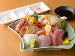 のど黒塩焼き、鴨治部煮、加賀野菜天を含む、贅沢なコースです!