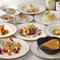 繊細かつ華やかな料理の饗宴。シェフのこだわりが詰まった季節の『芳コース』