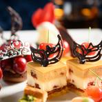 長い夜を持て余していたら、ワインを求めて訪れたくなる一軒。道産ワインはスパークリング、赤、白、ロゼが完備され、オーガニックワインはヘルシーな料理に合うフランス産がおすすめ。心地よい酔いを誘います。