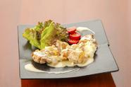 リピーター多数の人気メニュー『鶏のクリームチーズはさみ焼き』