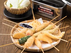 すべて100円です。選んで楽しい、手軽で美味しい、リーズナブルでメニュー全てを制覇したい『大阪串揚げ』