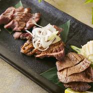 風味豊かな熟成牛タンを堪能。三種の味付けでいただく『牛タン三種盛り』