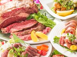 鮮魚のお刺身や牛リブステーキなどがついたドリンク100種以上!フード60種以上の食べ飲み放題!宴会に◎