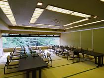 広々とした個室。大人数でのパーティーや各種宴会にも対応