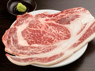 信頼のおける業者から仕入れる上質なお肉『特上リブロース』