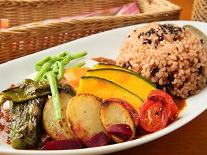 じっくり煮込んだ野菜の甘みが美味しさの秘訣『ベジドライカレーセット スパイシー』