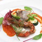 個室にはソファ席もあり くつろぎの空間で味わう料理とお喋り