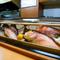 生・焼き・煮・揚げなど、希望の調理法で鮮魚を楽しめるお店