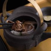 鱧の旨味と松茸の香りを楽しめる『松茸の土瓶蒸し』