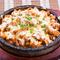鶏ととろけるチーズが絶妙に絡み合う『チーズダッカルビ』