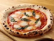 程良い酸味のトマトソースとまろやかなモッツァレラの『マルゲリータ』