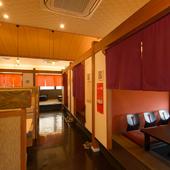 多彩なシーンで活用できる個室空間。気の置けない友人との宴会に