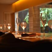 ロイヤルコペンハーゲンの皿をはじめ、食器もラグジュアリー