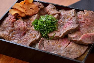 柔らかいフィレの食感に魅了される『黒毛和牛フィレステーキ重』