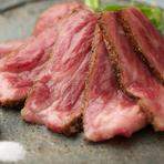 肉のサシと赤身のバランスで厳選。A-4レベル以上の「近江牛」を堪能できる『近江牛の炙り おろしポン酢』