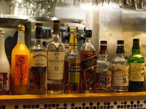日本酒以外に果実酒、リキュール、ウイスキーなどのお酒が豊富