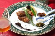 中華料理独特の調理法で焼きあげた『牛サーロインの焼き物、三種の醤添え』