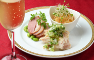 酒の肴に最適、季節のおすすめの前菜を盛り合わせた『三種前菜盛り合わせ』