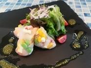 地元名産のタコの旨さをシンプルに味わう『明石漁港直送明石蛸のカルパッチョ』