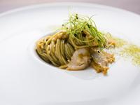 海そのものを食べる『三輪山本の海藻麺 磯の香りとアワビ』