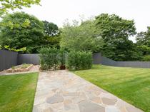 ひろびろとした庭園