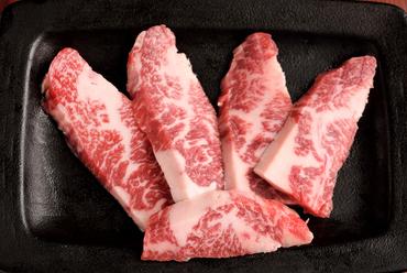 極上の旨みは、塩や胡椒で味わうのがおすすめ『飛騨牛ロース』
