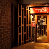 栄駅から徒歩5分、たくさんの飲食店が軒を連ねる一角にある店