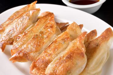 カリっとした食感が楽しめる『焼餃子』