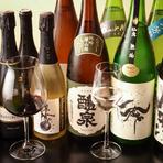 ソムリエの店主が厳選した、串カツにぴったりのワインを取り揃えています。揚げたての串を頬張りながら、美味しいワインにも酔いしれてみては。日本酒、焼酎なども種類が豊富です。