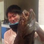 「美味しい串に仕上げるために一番大事なのは、やはりいい食材を選ぶこと。衣にも素材の旨みが凝縮されるので、食材には徹底してこだわっています」と話す店主の迫田氏。昼に勤務する大阪市中央卸売市場の鮮魚店で、自らの目にかなった旬の魚介類を仕入れています。