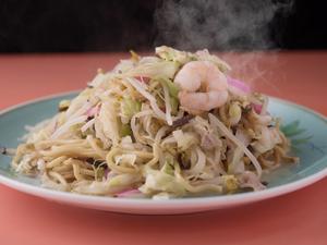 旨味とコクがたっぷりと詰まったスープを吸った太麺と具材を一気に食らう。ボリューム満点の『新地太麺』
