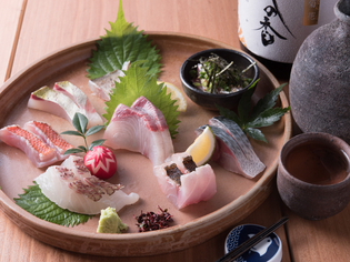その日仕入れた鮮魚でつくられる『刺身盛り合わせ』