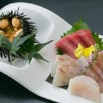 鮮魚店「旭屋」の主人が毎朝目利きで市場から仕入れ、鮮度抜群な海の幸が贅沢に彩る一皿『お造り』