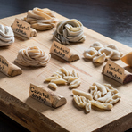 数々のイタリア料理店で修業し、本場イタリアでも腕を磨いていたシェフが作る料理はイタリアの郷土料理をベースに自己流にアレンジしたもの。どこか懐かしく安心できる料理を堪能することができます。