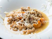 """秘伝の味が自慢、北イタリアの郷土料理『牛ハチノスと香味野菜の煮込み""""トリッパ""""』"""