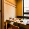 外の眺めも見える個室や半個室は大切な接待や会食に最適